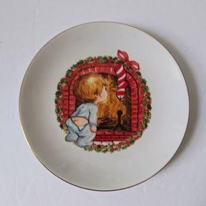 Vintage 22K gold trim Christmas plate